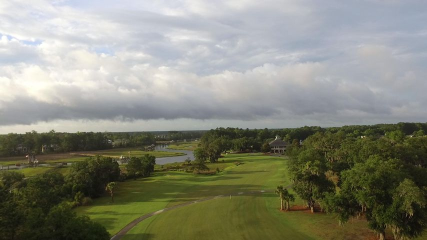 18 fairway & golf club house