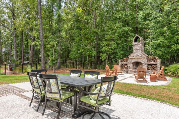 Perfect outdoor entertaining space for friends and family.