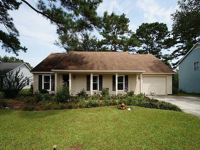 Pretty One story home in Summerville Place