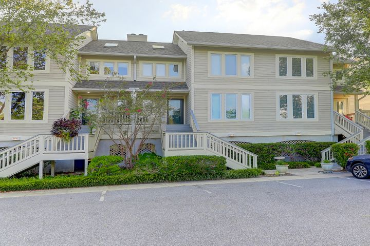 This is a 1576 square foot 3 bedroom, 3 bathroom home in Stono Watch located at the entrance of Headquarters pPantaion.