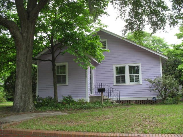 Amazing Park Circle location for this 3bd/1.5ba home!