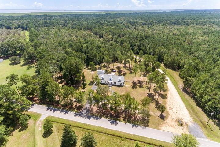 Spacious Family Home on 2.4 acres
