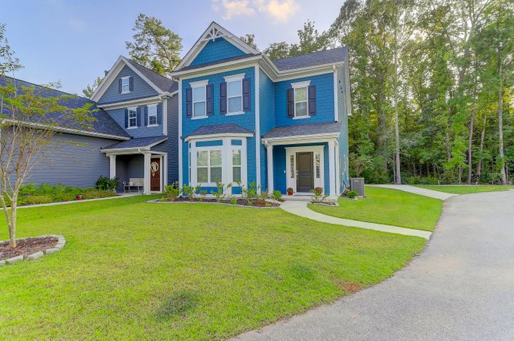 Gorgeous Home in Magnolia Bluff only One Year Old!