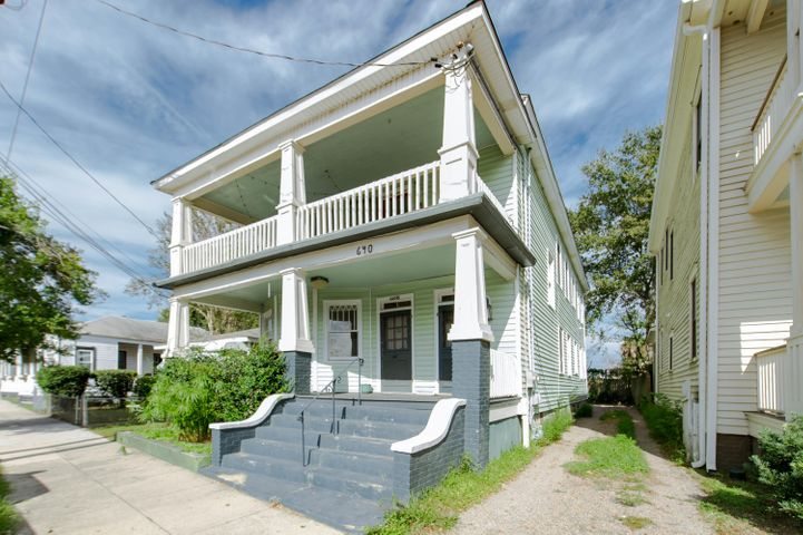 Located steps from Hampton Park, restaurants and shopping.