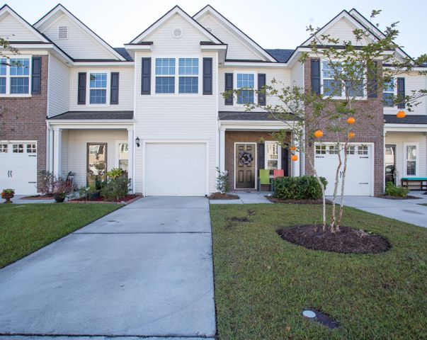 Great Curb Appeal! Yard work done for you!