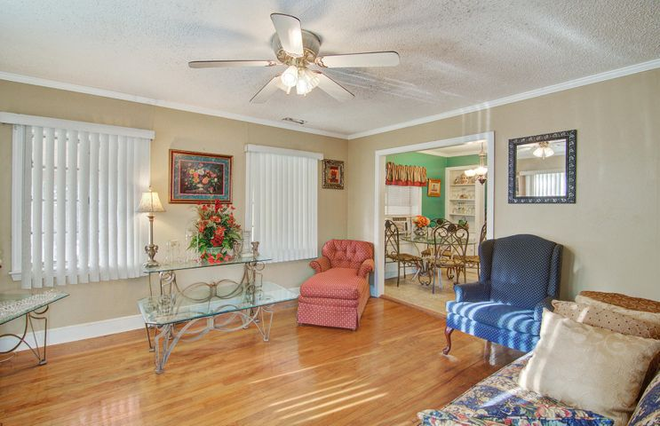 211 Magnolia Road, Charleston, SC 29407