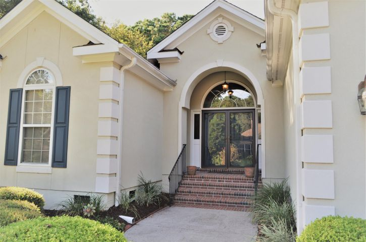 Lovely arched transom above the double-entrance and brick steps!