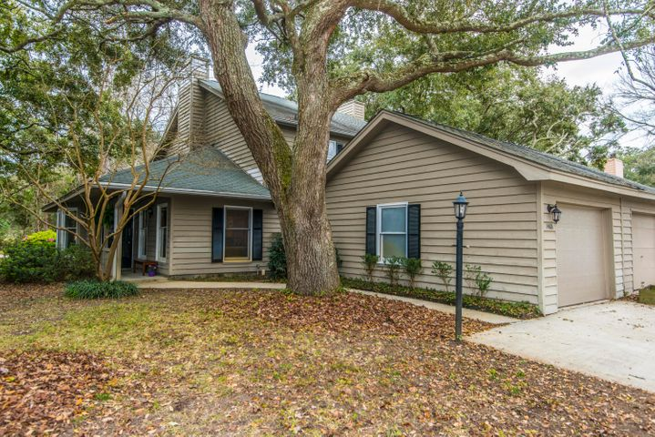 Welcome home to 1488 Kinloch Lane in Fox Pond!