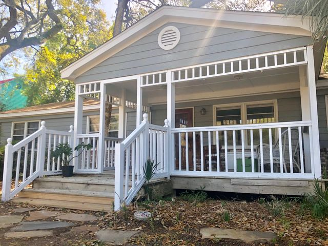 Large Porch Can Be Screened