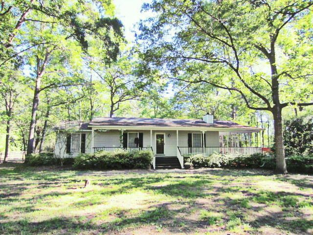 COUNTRY PARADISE! 3.72 ACRES! POOL! FENCED HORSE PASTURE!