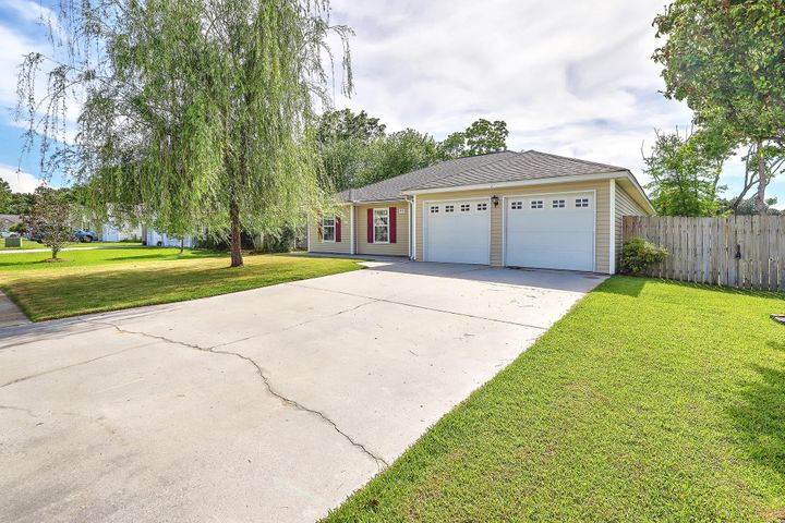 1371 Belle Grove Circle, Hanahan, SC 29410