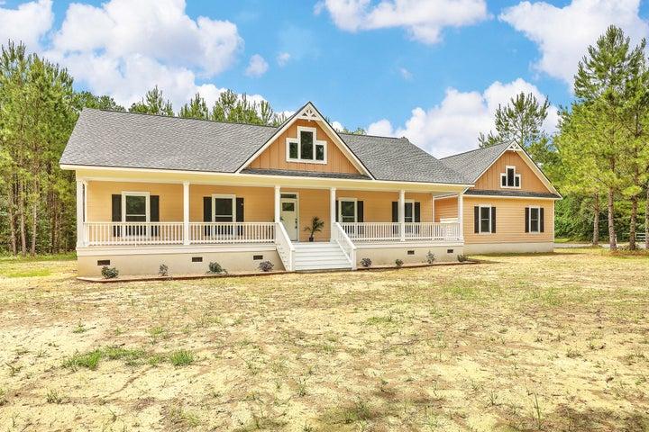 6337 Farm House Road, Ravenel, SC 29470