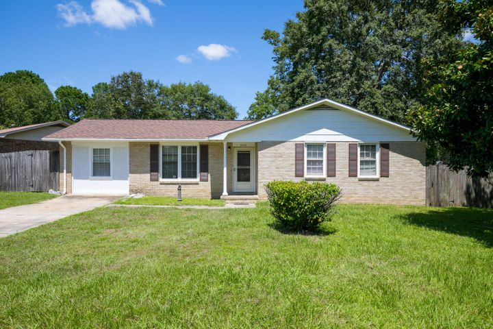 7648 Linsley Drive, North Charleston, SC 29418