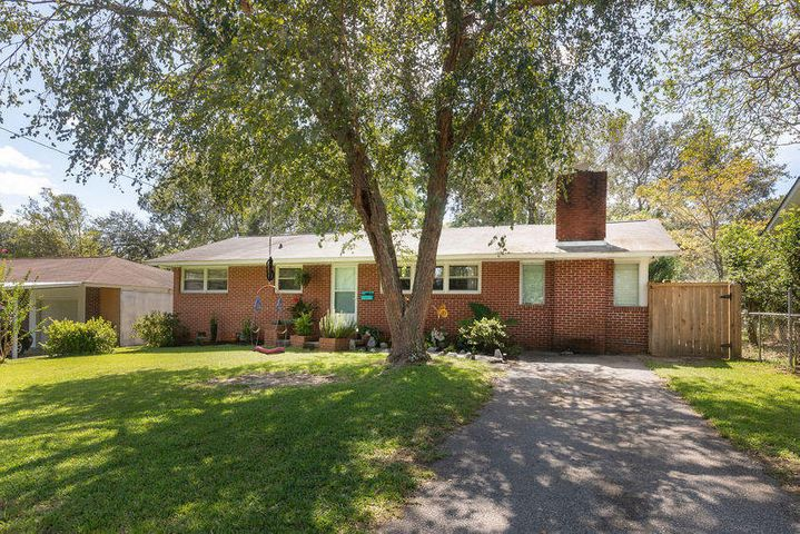 Welcome to 5809 Stewart - a bright and happy home in a great Hanahan location