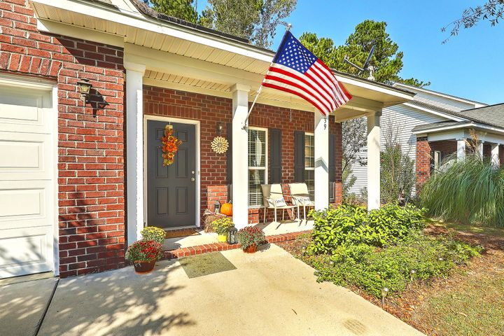 WELCOME HOME to this Lowcountry charmer!
