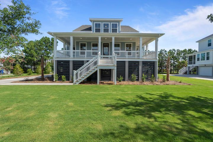 The 'Middleton' built on a different homesite. Photos are for representation purposes only and demonstrate numerous options and upgrades available. This is proposed construction. Buyer may choose all design finishes and structural options.