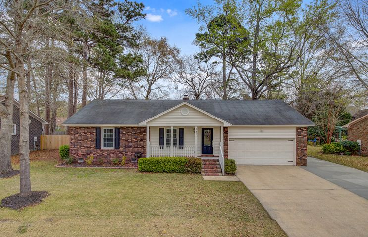 Welcome to 141 Fox Chase Drive in Crowfield Plantation!