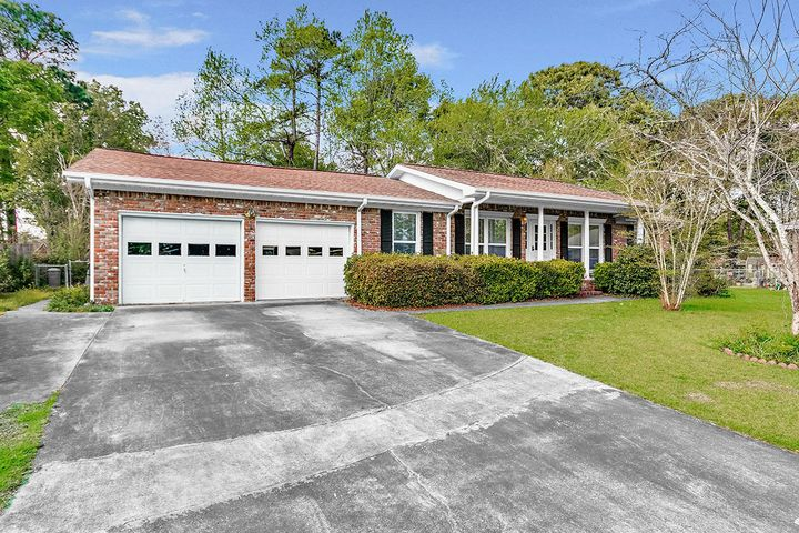 125 St James Cir, Goose Creek, SC 29445