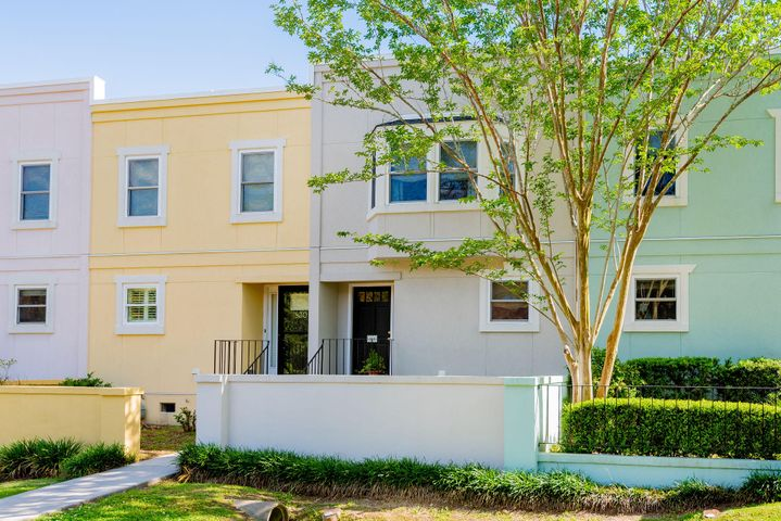 828 Colony Drive, Charleston, SC 29407