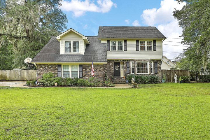 Welcome Home to 5 Shadowmoss Parkway