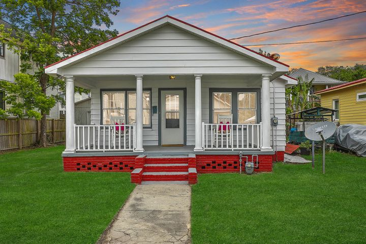 Welcome to Home to Your Downtown Cottage Home!