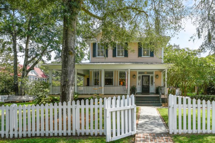 Charming Home on an spectacular lot in Old Village