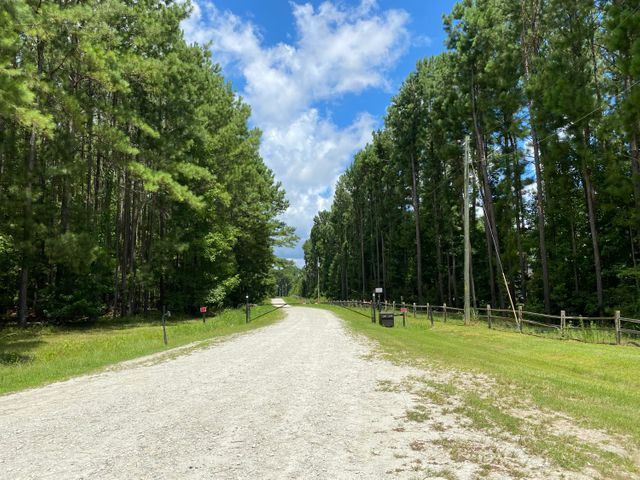 Well maintained gated entrance right off of Jedburg Rd.