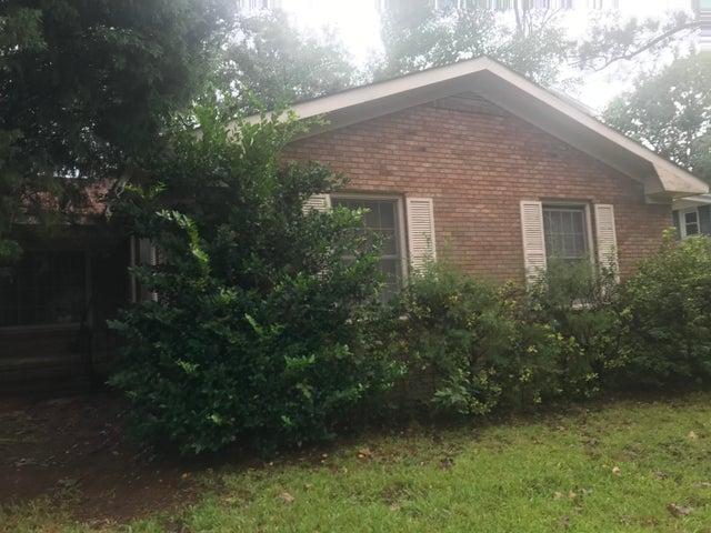 2 Ravenna Avenue, North Charleston, SC 29410
