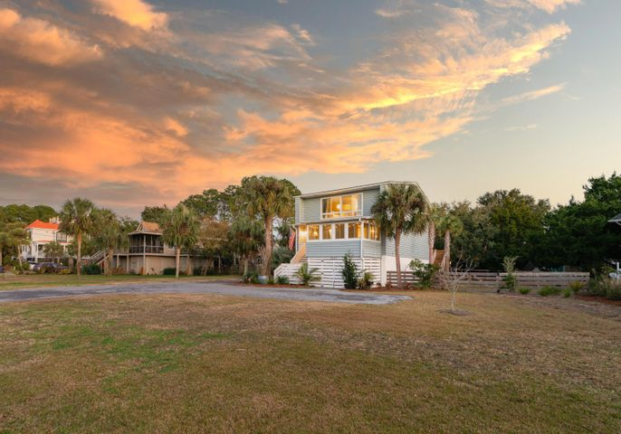 A beautiful large lot well located on coveted Sullivan's Island