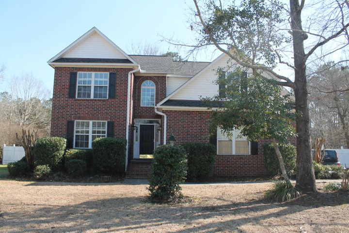 Beautiful brick home in Crowfield plantation.