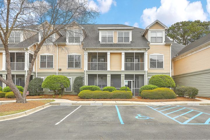 Welcome home to 130 River Landing Drive, Unit 5204!