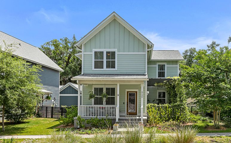 Welcome home to Oak Terrace Preserve, conveniently located in hip Park Circle.