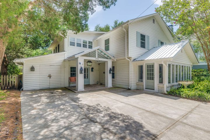 Welcome to the island! 2906 Hartnett Avenue is one of the best island homes on IOP
