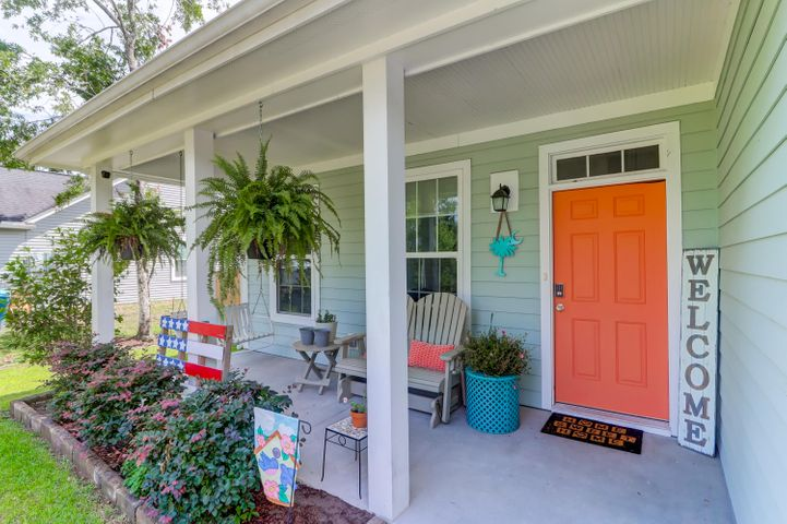 What a picturesque front porch