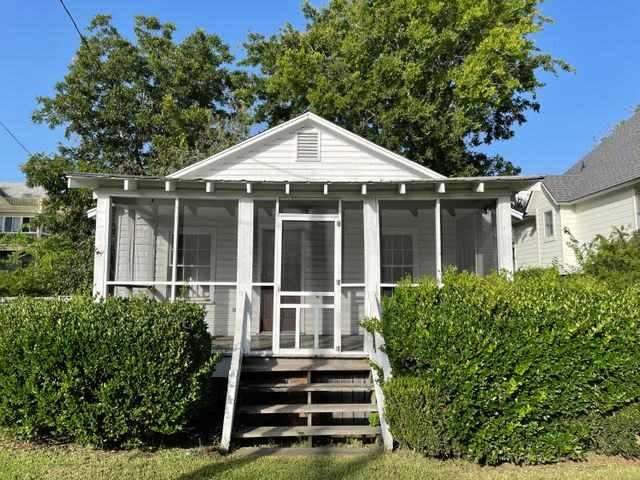 Welcome home! Historic cottage on Sullivan's Island.