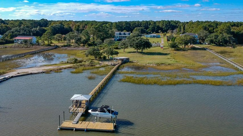 712 Donnelly Corner Drive, Awendaw, SC 29429