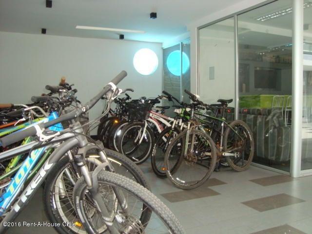 Departamento Región Metropolitana>Santiago>Las Condes - Arriendo:390.000 Pesos - codigo: 15-163
