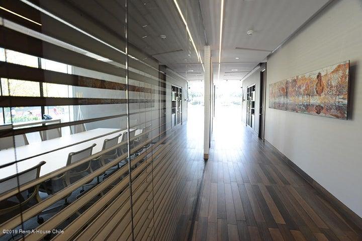 Oficina Región Metropolitana>Santiago>Vitacura - Arriendo:46 Unidades de Fomento - codigo: 20-20