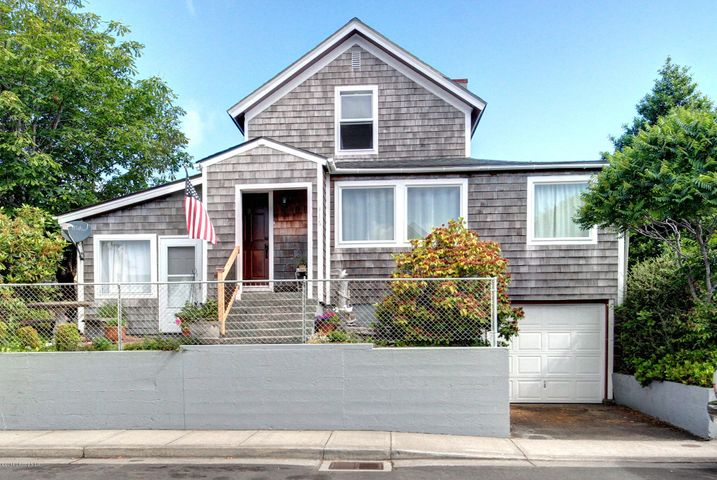 416 12th Ave, Seaside, OR 97138