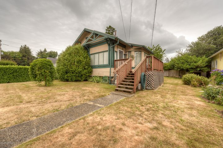 1832 6th St, Astoria, OR 97103