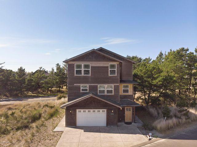 5990 Center Pointe Loop, Pacific City, OR 97135
