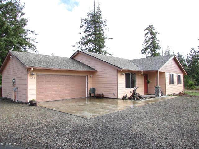 Like new construction! Just minutes to the beach or bay. Ideal family or retirement home.