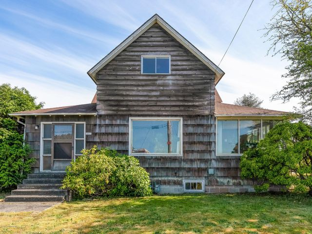 1011 6th Ave, Seaside, OR 97138