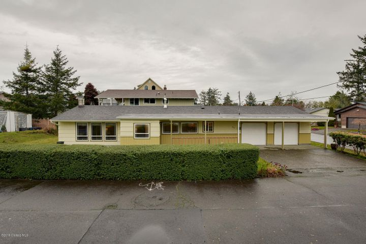 724 25th Ave, Seaside, OR 97103