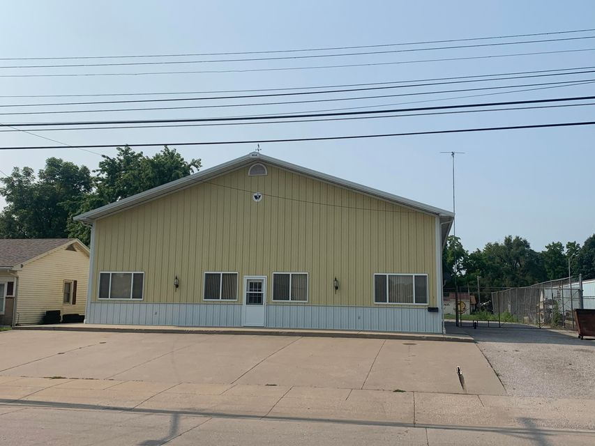 Commercial for sale – 752 W North   Marshall, MO