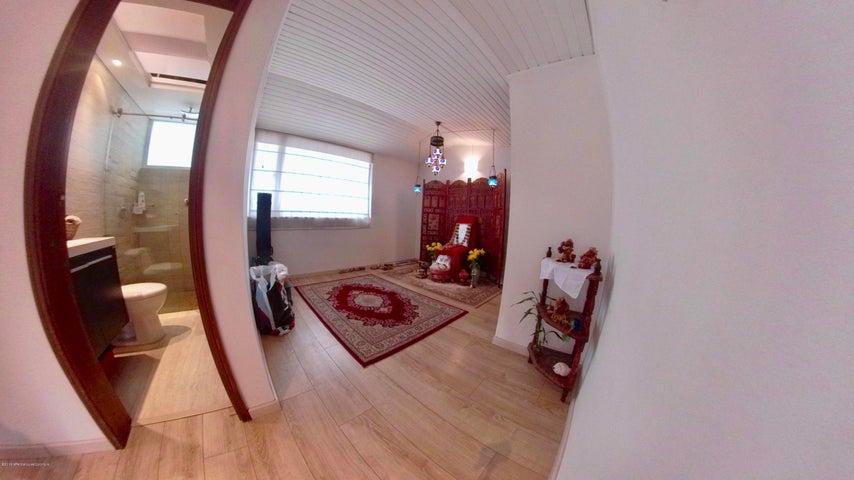 Apartamento Bogota D.C.>Bogota>Santa Paula - Venta:730.000.000 Pesos - codigo: 18-571