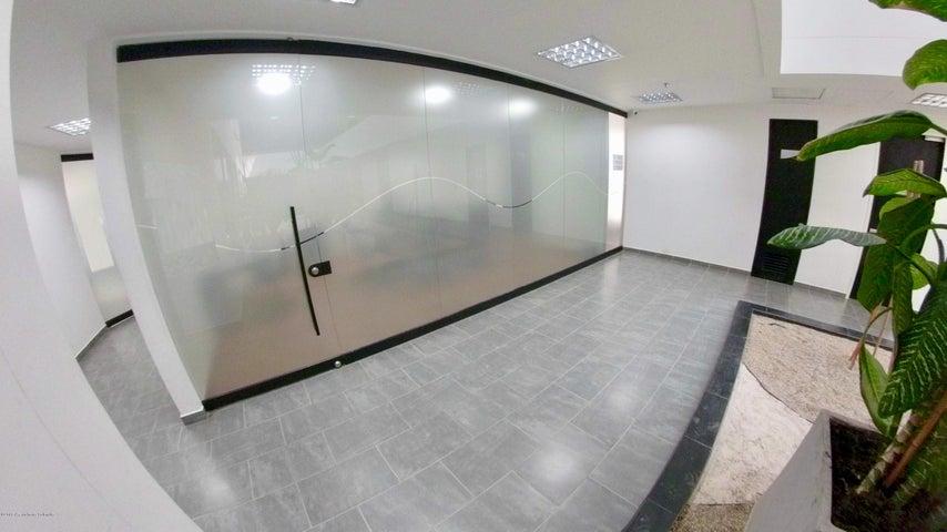 Oficina Bogota D.C.>Bogota>Santa Barbara - Arriendo:3.800.000 Pesos - codigo: 18-653