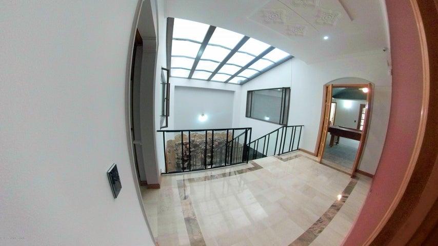 Casa Bogota D.C.>Bogota>Pontevedra - Venta:2.300.000.000 Pesos - codigo: 18-698