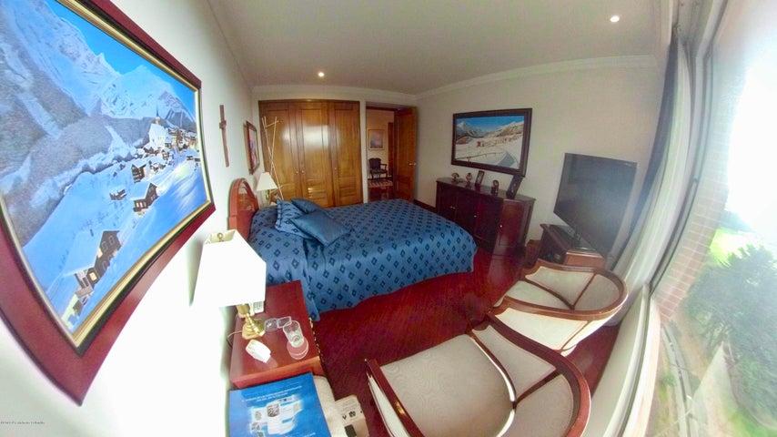 Apartamento Bogota D.C.>Bogota>Santa Barbara Central - Venta:1.150.000.000 Pesos - codigo: 19-47