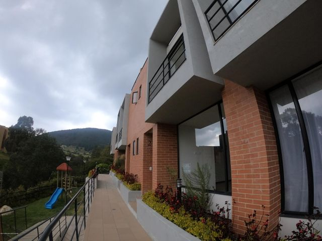Casa Cundinamarca>La Calera>Altos de la Virgen - Venta:490.000.000 Pesos - codigo: 19-526
